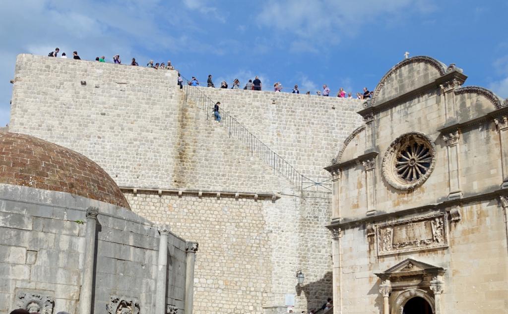 城壁を巡る